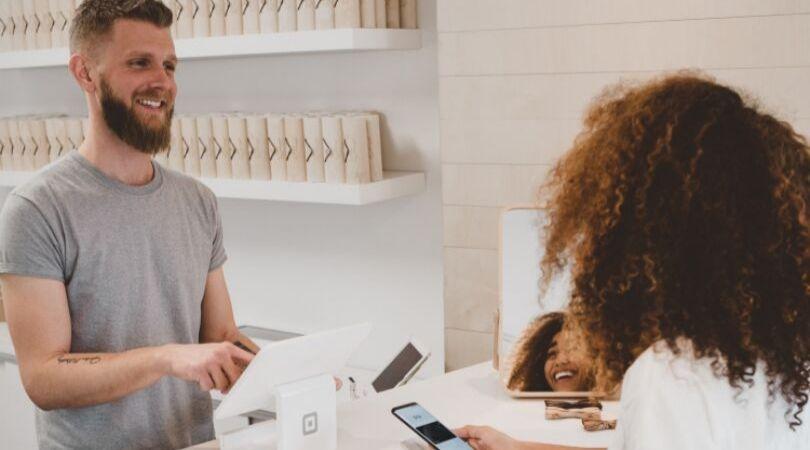 Atraia mais clientes 5 dicas para aumentar suas vendas no comercio - Garanta uma boa experiência do cliente